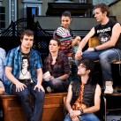 """L'irruenza ed il rock dei """"ragazzi"""" del """"Jack Frusciante è uscito dal gruppo"""" irrompono sul palco del Teatro del Ponente di Genova"""
