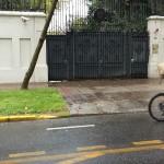 Il portone dell'Ambasciata d'Italia a Santiago del Cile