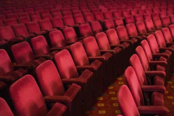poltrone-vuote-teatro